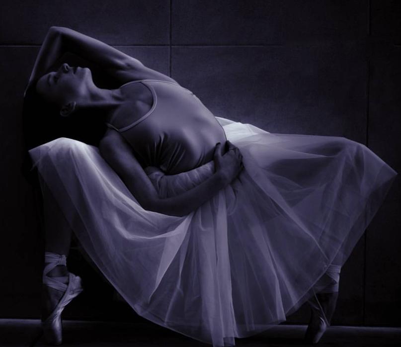 Isabella Ballet Pose under Light 2015.png