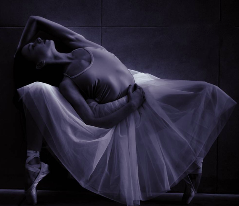Isabella Ballet Pose under Light 2015.png